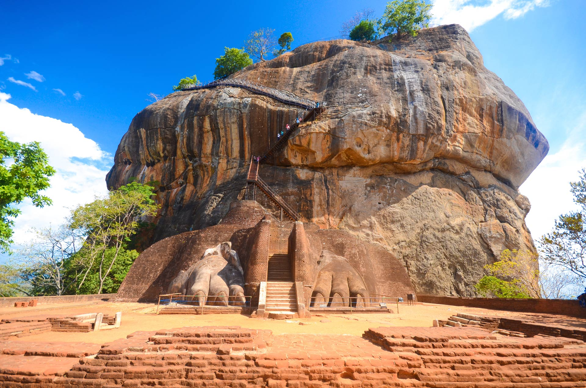 sigiriya-rock-fortress-sri-lanka-wolfare
